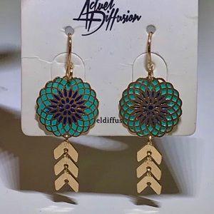 Pendant gold earrings